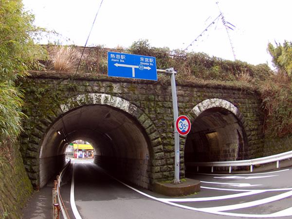 来宮JRのガードトンネル