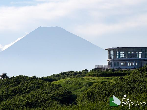 十国峠、ケーブルカー峠駅と富士山
