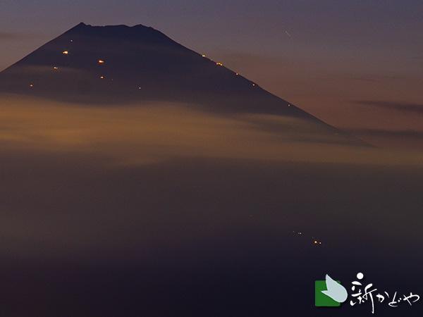 夏の富士山。熱海峠付近からの眺望
